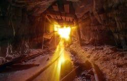 Luz de oro de la mina Imagenes de archivo