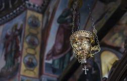 Luz de oro de una cruz fotos de archivo