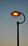 Luz de poste en la oscuridad Fotos de archivo libres de regalías