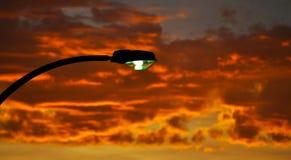 Luz de poste en la puesta del sol Foto de archivo