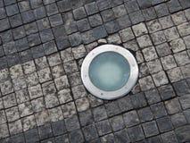 Luz de Roung en un pavimento de la piedra del adoquín Foto de archivo