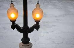 Luz de rua no inverno Fotografia de Stock Royalty Free