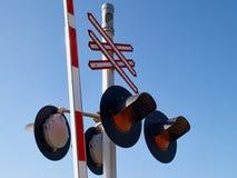 Luz de señal de la muestra de la travesía del tren de ferrocarril Imágenes de archivo libres de regalías