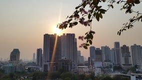 Luz de Sun en la ciudad de Bangkok imágenes de archivo libres de regalías