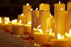 Luz de una vela Imagen de archivo libre de regalías
