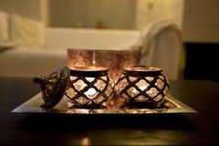 Luz de una vela caliente en hogar Imagen de archivo