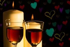 Luz de una vela de la celebración con el vino Fotos de archivo