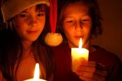 Luz de una vela de la Navidad Fotos de archivo libres de regalías