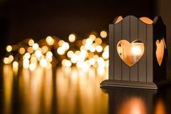 Luz de una vela en forma de corazón Imágenes de archivo libres de regalías