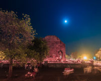 Luz de vela no dia de Makha Bucha, Tailândia Fotografia de Stock Royalty Free