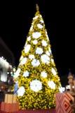 Luz defucused árbol de navidad hermoso Imagen de archivo