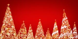 Luz del árbol de navidad en fondo rojo Imagen de archivo libre de regalías