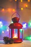 Luz del árbol de navidad en la tabla de madera Fotografía de archivo libre de regalías