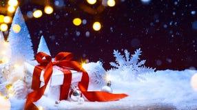 Luz del árbol de navidad; fondo festivo con las bolas de la Navidad Imagenes de archivo