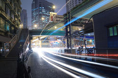 Luz del movimiento de la noche en carretera Fotografía de archivo