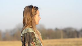 Luz del sol de discurso de la muchacha almacen de metraje de vídeo