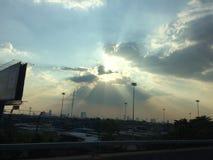 Luz del sol detrás de la nube Foto de archivo libre de regalías