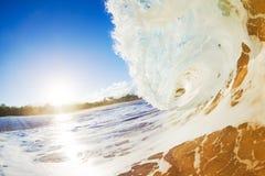 Luz del sol grande de la ola oceánica de Sandy Fotografía de archivo libre de regalías