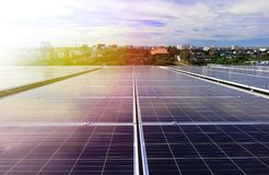 Luz del sol hermosa del tejado solar del picovoltio Fotos de archivo