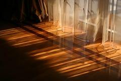 Luz del sol a través de las cortinas Foto de archivo libre de regalías