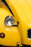 Luz dianteira do carro amarelo imagens de stock