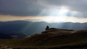 Luz divina em montanhas de Bucegi imagem de stock royalty free
