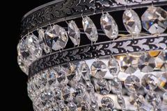 Luz do candelabro no interior, close-up do candelabro de Chrystal parte de cristal do candelabro, candelabro, iluminação, equipam Imagem de Stock