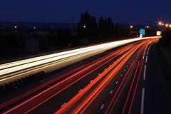 Luz do CARRO na estrada   Fotografia de Stock