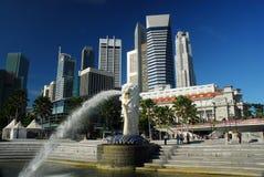 Luz do dia de Merlion singapore foto de stock