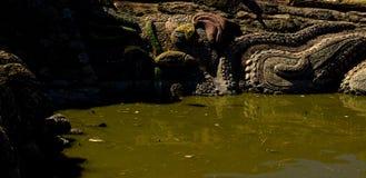 Luz do dia do verão da mola da lagoa da cidade Fotos de Stock Royalty Free