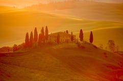 Luz do Early-morning em uma casa de campo italiana fotos de stock
