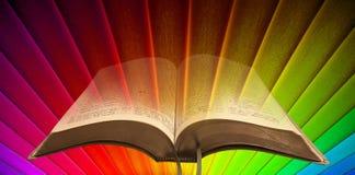 Luz do espiritual da Bíblia do arco-íris fotos de stock royalty free