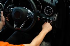Luz do interruptor de Hand Turn On do motorista imagens de stock royalty free