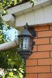 Luz do jardim da casa com tampa impermeável Iluminação exterior da casa Iluminação exterior & dispositivos bondes claros exterior Imagem de Stock Royalty Free