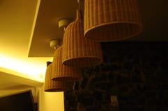 Luz do pendente com tampa do rattan Foto de Stock Royalty Free