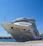 Luz do sol do carnaval do navio de cruzeiros na doca Imagens de Stock