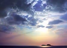 Luz do sol em consoles e em mar Imagem de Stock