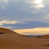 luz do sol no deserto da areia e da duna de Marrocos Fotografia de Stock