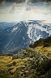 Luz do sol obscura sobre as montanhas Imagem de Stock Royalty Free