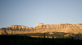 Luz dourada em montanhas Fotos de Stock