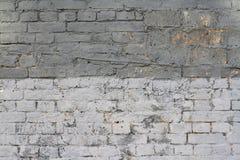 Luz e parede de tijolo cinzenta escura Imagens de Stock
