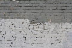 Luz e parede de tijolo cinzenta escura Imagens de Stock Royalty Free