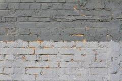 Luz e parede de tijolo cinzenta escura Imagem de Stock Royalty Free