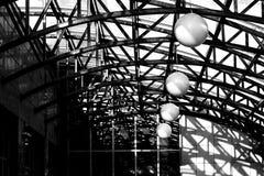 Luz e sombra sob a abóbada do telhado fotografia de stock royalty free
