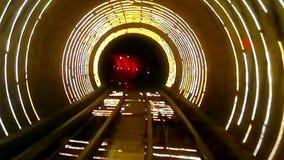 A luz e a velocidade abstratas fazem sinal no túnel de estrada de ferro filme