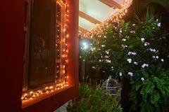 Luz en casa en tiempo de la Navidad Imagen de archivo
