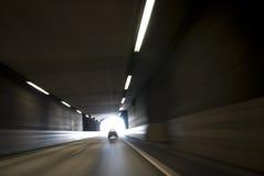 Luz en el extremo del túnel fotos de archivo