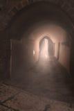 Luz en el extremo del túnel - calles de Jaffa viejo, Israel Fotografía de archivo libre de regalías