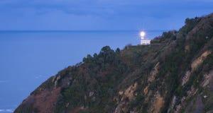 Luz en el faro con el mar en el fondo, ciudad de Donostia fotografía de archivo libre de regalías