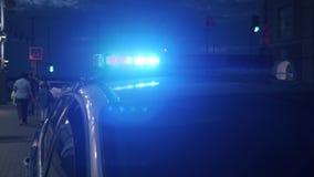 Luz en el tejado de un coche policía almacen de metraje de vídeo